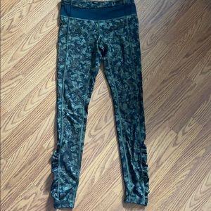 Lululemon pants black and army green pattern